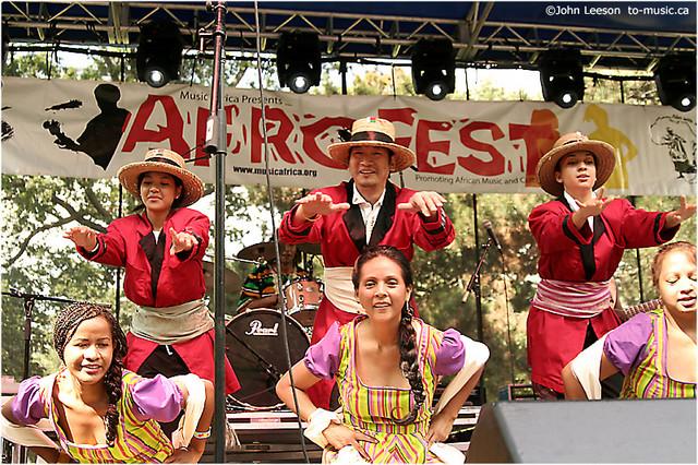KINTANA GASY dancers with Slim afrof09sa_110a.jpg